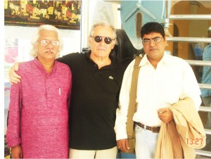 Eminent-filmmaker-Adoor-Gopal-Krishnan-at-France-with-Alain-Jallaedu-and-Sanjay-Singh