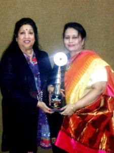 Poet-of-the-year-2013-(INDIAN-Siya-Sachdev-(L)-with-Dr