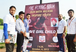 Run-for-SAVE-THE-CHILD-GIRL-with-Milkha-Singh-at-India-Gate-